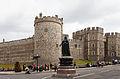 Estatua de la Reina Victoria en la colina del castillo, Windsor, Inglaterra, 2014-08-12, DD 34.JPG