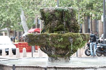 Français : Fontaine des Neuf Canons sur le Cou...