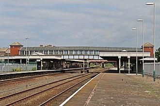 Rhyl railway station - Image: Footbridge, Rhyl railway station (geograph 4031286)