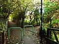Footpath junction, W13 - geograph.org.uk - 1034310.jpg