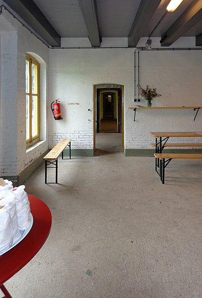 File fort nieuwersluis b wikimedia commons for Interieur 407