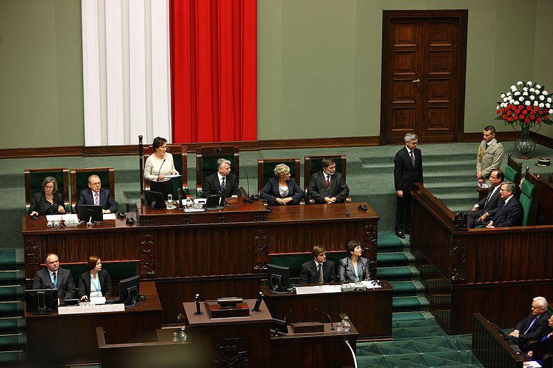 Правящая партия PiS получила 235 из 460 мест в Сейме