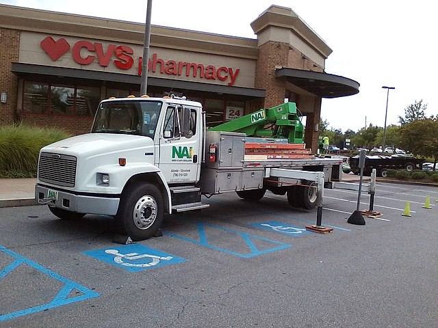 https://upload.wikimedia.org/wikipedia/commons/thumb/5/5c/Freightliner_fl70_protech_phoenix_truck.jpg/640px-Freightliner_fl70_protech_phoenix_truck.jpg