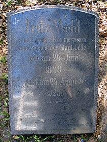 Fritz Wehl 1848-1924, Königlich preussischer Kommerzienrat, Senator, Grabmal in Celle, Hehlentorfriedhof östlicher Teil.jpg