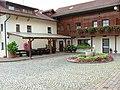 """Gästehaus """"Hasenberger"""" Innenhof - panoramio.jpg"""
