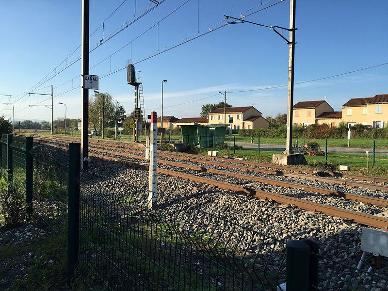 Vue sur l'ancienne gare de Saint-Jean-sur-Veyle