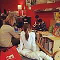 Gedichtendag 31 januari 2013 met juf Maaike en de kinderen van de Freinetschool.jpg