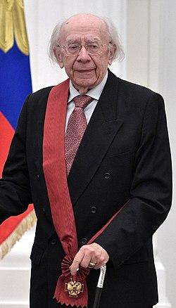 Gennady Rozhdestvensky at award ceremonies (2017-05-24).jpg