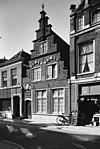 foto van Ingang van het Elisabethgasthuis en huismeesterswoning met trapgevel