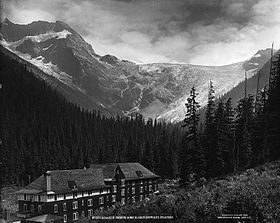Glacier House et le glacier Illecillewaet en 1909