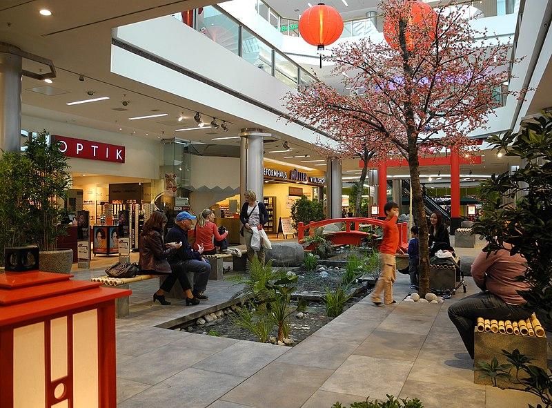 File:Glattzentrum - Innenansicht - Hanami 2012-03-26 16-48-04 (P7000).jpg