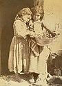 Gloeden, Wilhelm von (1856-1931) - n. 0018 - Bambine taorminesi 1880s.jpg
