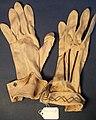 Glove, women's (AM 565040-1).jpg