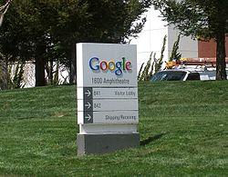 ป้ายต้อนรับหน้าบริษัทกูเกิลที่ กูเกิลเพล็กซ์