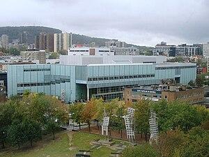 Grande Bibliothèque - Image: Grande Bibliothèque vue de l'hôtel des Gouverneurs