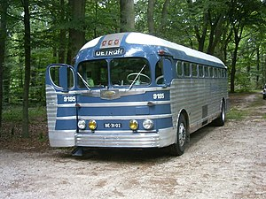 English: Greyhound GMC PD4151 Silverside bus f...