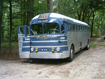 A Greyhound GMC PD-3751 Silversides in the 1950s livery Greyhoundsilverside1.JPG