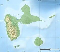 """Mapa konturowa Gwadelupy, po lewej nieco na dole znajduje się punkt z opisem """"Park Narodowy Gwadelupy"""""""