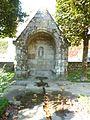 Guerlesquin 35 La fontaine Saint-Ener (reconstituée Jardin du Champ de Bataille).jpg