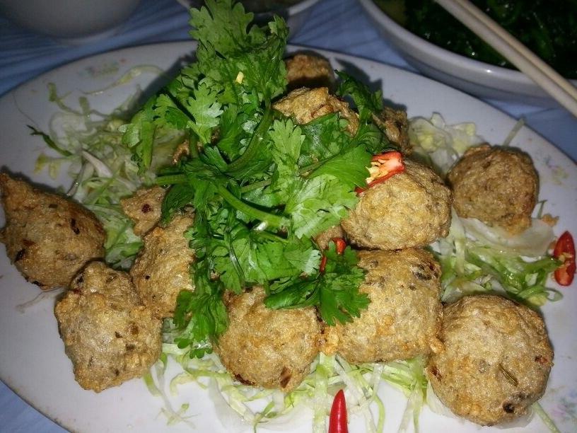 HK food 酥炸 鯪魚球 Dacefish meat balls Nov-2013 九記 Kau Kee Restaurant