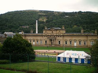 Halifax railway station (West Yorkshire) - The Victorian and adjoining modern stations