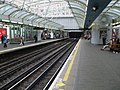 Hammersmith (District) station eastbound Piccadilly look west.JPG