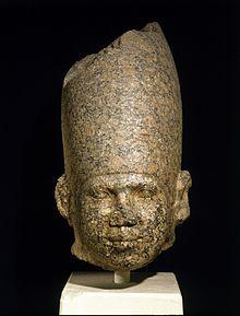 Pembe granit kafa muhtemelen Huni, Brooklyn Müzesi'ni tasvir ediyor [1]