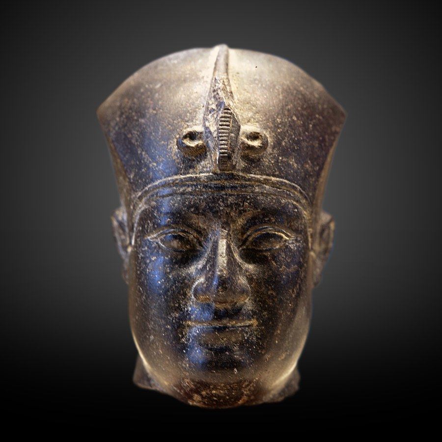 Head of a king-E 8061
