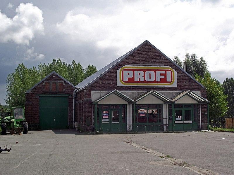 De vroegere buurtspoorwegstelplaats van Herzele, die als Profi supermarkt ingericht is. De supermarkt is echter ook al gesloten.
