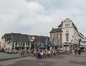 Hilden - Image: Hilden, straatzicht Mittelstrasse bij nummer 85 foto 1a 2014 03 30 15.47