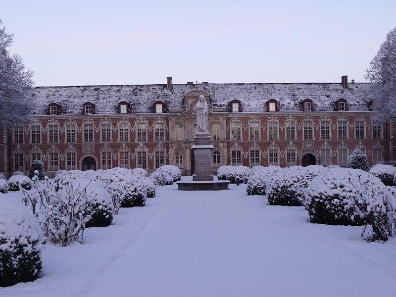 File:Hospice Marguerites de Flandres.jpg