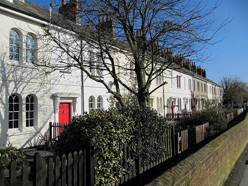 File:Houses by the park - geograph.org.uk - 1722811.jpg