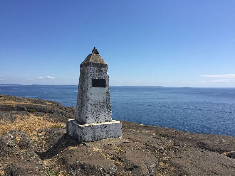 File:Iceberg Monument (20908620329).jpg