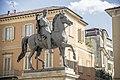 Il monumento equestre in piazza Mazzini vista laterale 2.jpg
