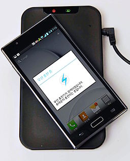 Inductive charging of LG smartphone (2)