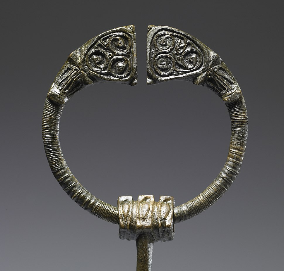 Irish Celtic - Penannular Brooch - Walters 542341 (2)