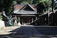 Izuhara-hachimangu jinja Haiden.JPG
