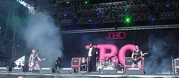 J.B.O. beim Earthshaker-Festival 2005 auf der Hauptbühne