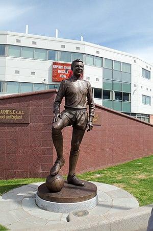 Jimmy Armfield - Armfield statue outside Bloomfield Road