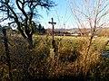 Kříž u cesty na západním okraji Kamenice (Q104975644).jpg