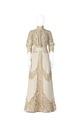 KLÄNNING Hellång av vitt ylle med stora spetsdekorationer. Tillhört Irma von Geijer - Hallwylska museet - 89189.tif