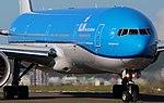 KLM Boeing 777-300ER PH-BVS (36648328532).jpg