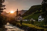 Katholische Ramsauer Pfarrkirche St. Fabian und St. Sebastian mit Umgebung.jpg