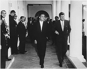 Kennedy and Johnson greeting Peace Corps volun...