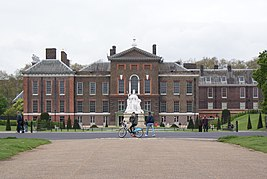 Kensington Palace, May 2012.JPG