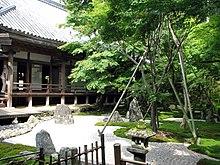 jardn zen en el templo de komyozenji en dazaifu japn