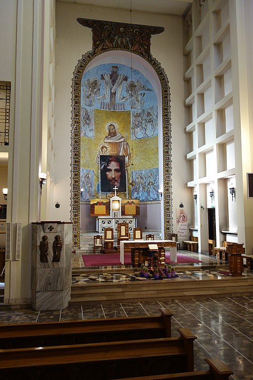Kosciol Sw Jozefa i Jana od Krzyza prezbiterium
