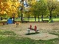 L1403 - Zone de jeux dans le parc de la mairie de Flins-sur-Seine.jpg