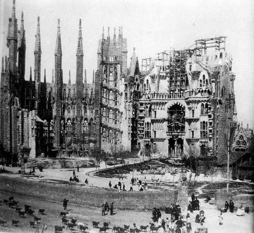 Construction de la Sagrada Familia à Barcelone en 1915.