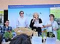 La alcaldesa entrega los premios del II Concurso de Huertos Escolares Sostenibles de Madrid 03.jpg